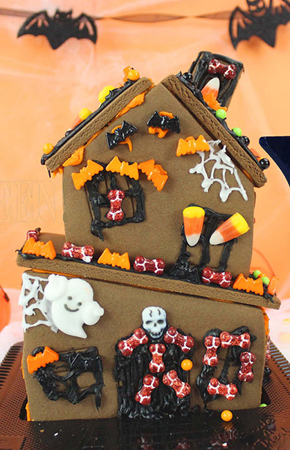 Gingerbread haunted house cake